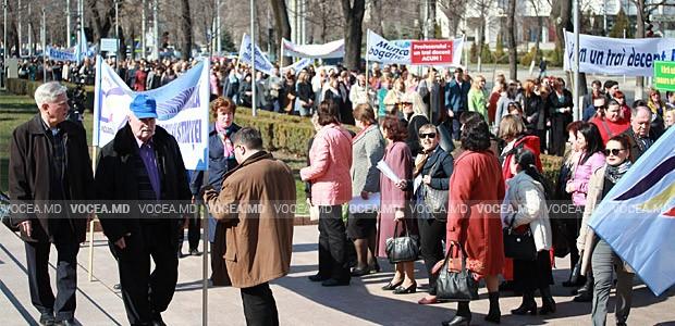 Nemulţumiţi de soluţiile propuse de Guvern, pedagogii reiau protestele