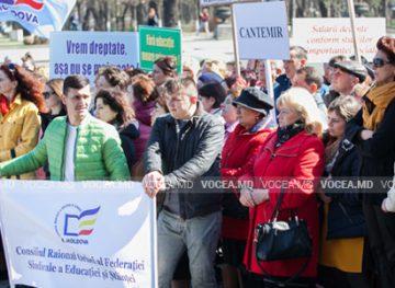Marş de protest şi miting de amploare al angajaţilor din învăţământ