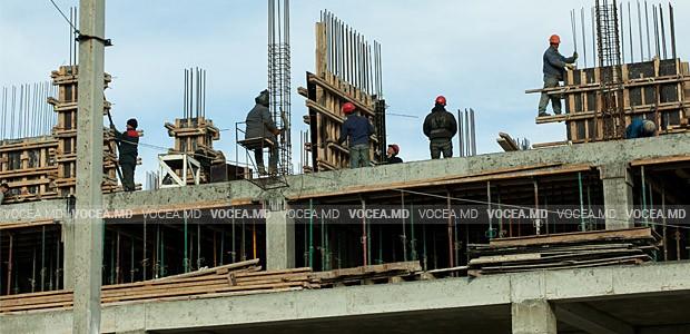 Un vid legislativ privează lucrătorii de dreptul la protecţia muncii