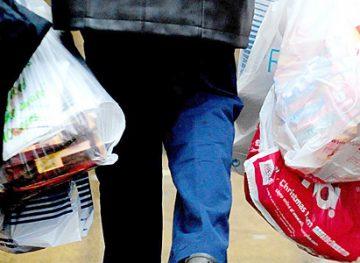 Pungile de plastic din comerț vor fi interzise prin lege
