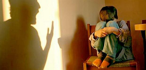 Copiii abuzați și traumele părinților, reflectate ca în oglindă