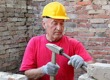 Fără dreptul de a concedia salariatul pe motiv de vârstă. Asigurarea cu echipament individual de protecţie
