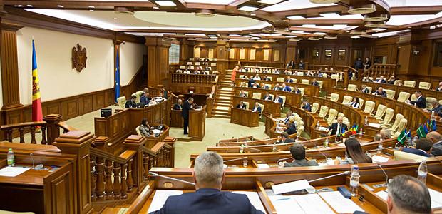 Controverse legislative. Votate repetat în Parlament, obligatorii spre promulgare
