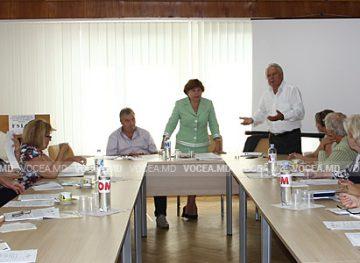 Sănătatea și securitatea la locul de muncă în industria ușoară, discutate de conducerea FSLIU