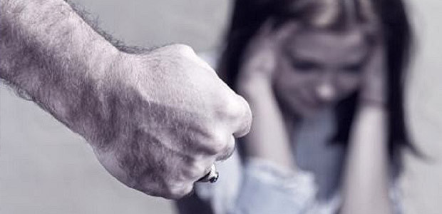 Autoritățile centrale vin cu o nouă strategie pentru combaterea abuzului față de femei