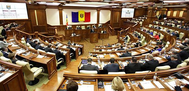 Около 200 служащих парламента могут попасть под сокращение