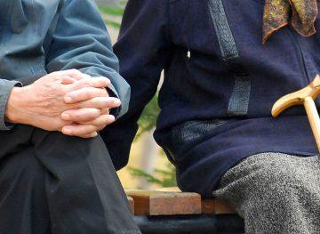 Sfatul economistului. Legea prevede clar când poate beneficia cetățeanul de pensie