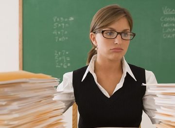 Mai puţini elevi, mai puţine ore, salarii mai mici