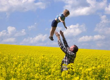 И отцы могут получать пособие по уходу за ребенком