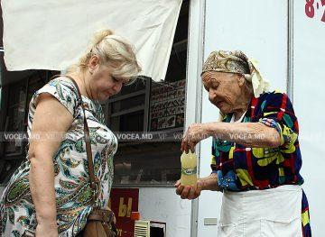 Moldovenii cheltuiesc mai mult decât câștigă în realitate