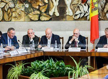 Discuţii axate pe îmbunătăţirea situaţiei economice şi sociale