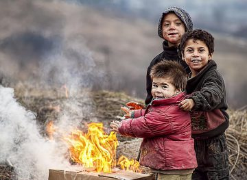 Circa o treime dintre copiii din ţară, sub pragul sărăciei