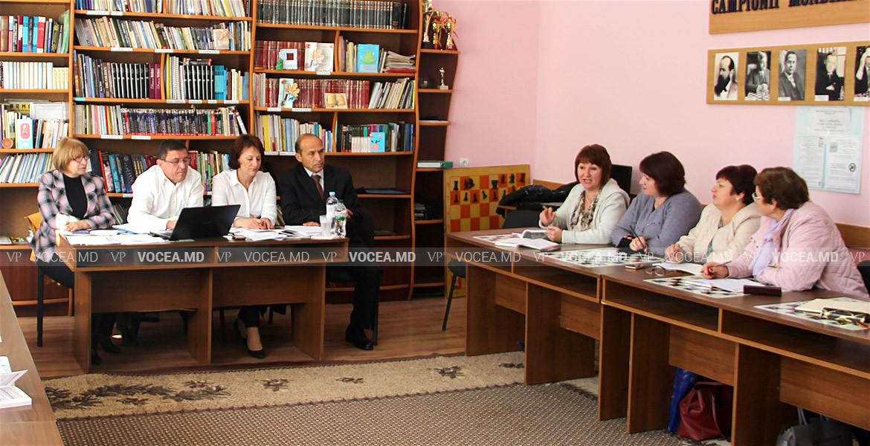 Îmbinarea muncii cu studiile, abordată de salariaţi la întâlnirea cu avocatul CNSM