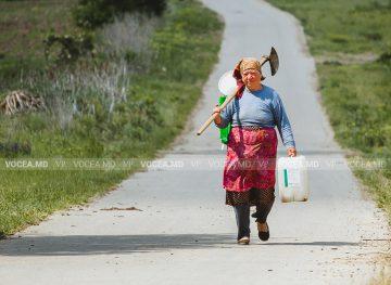 Femeile de la sat, mai împovărate decât cele de la oraș