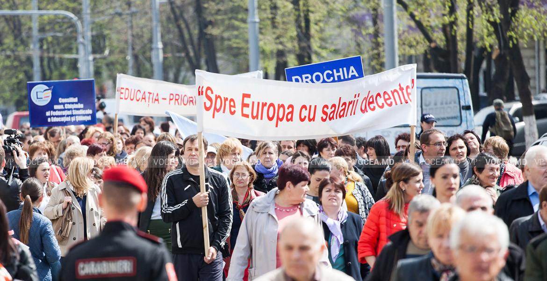Sistemul unitar de salarizare, discutat la Consiliul General al FSEȘ