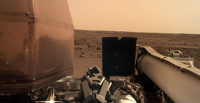 Selfie de pe Marte. Prima fotografie a sondei InSight după aterizare. Fotografie