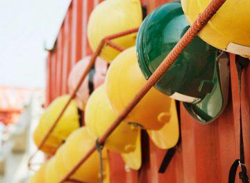 Majorări salariale pentru angajaţii din construcţii, amânate până la infinit