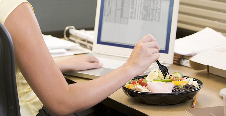Перерыв для питания, включенный в рабочее время. Отказ работника от своих прав