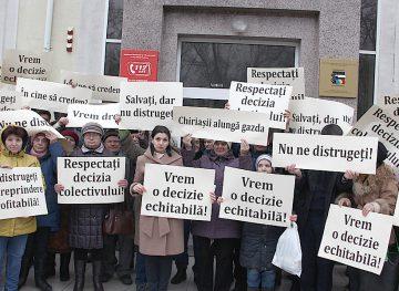Angajații de la Combinatul Poligrafic cer Guvernului să anuleze o decizie luată în detrimentul lor