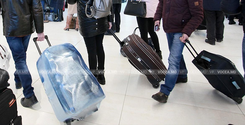 Все больше молодых людей уезжают из страны в поисках лучшей жизни