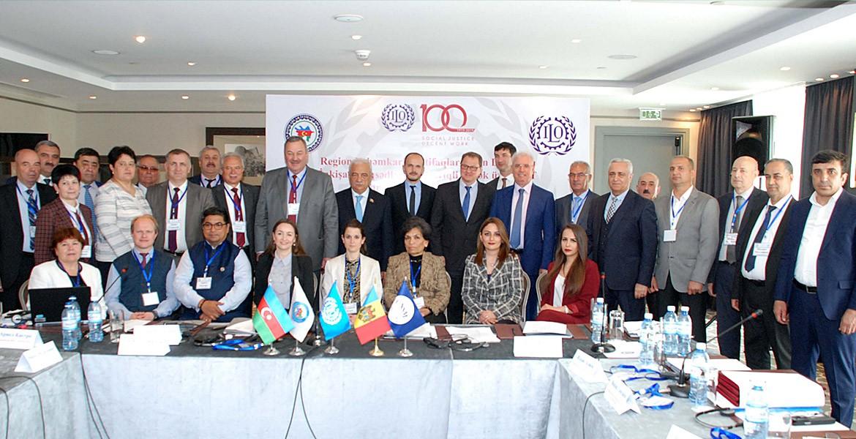 В Баку подписали Соглашение о сотрудничестве профсоюзов Молдовы и Азербайджана