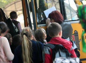 Водители, перевозящие учащихся, требуют повышения заработной платы