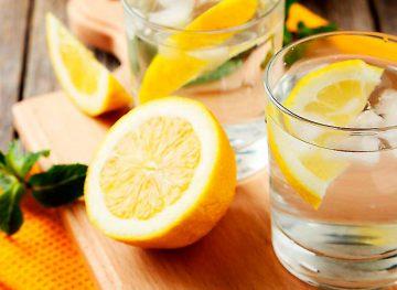 Sfaturi naturiste. Apa cu lămâie, miracol pentru sănătate. Afecțiunile pe care le previne