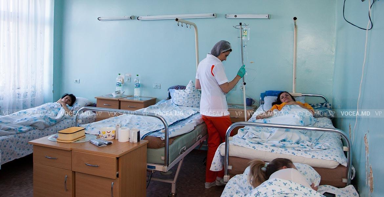 OMS recunoaște rolul crucial al asistenților medicali și moașelor