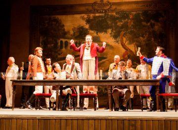 Оперный исполнитель петь на голодный желудок не может