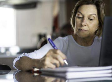 Pensionarii, la cheremul angajatorului. Contractul de muncă încheiat cu o asociație religioasă
