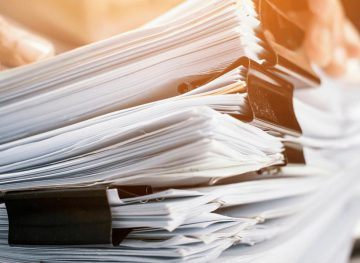 SRL: documentele păstrate până la lichidare. Concediul de odihnă vs. concedierea