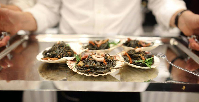 Viitorii bucătari, instruiți cum să prepare mâncăruri exotice