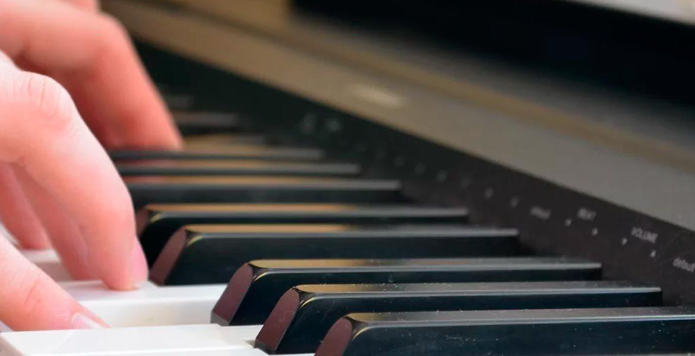 Salarizarea conducătorului muzical și a educatorului de educație timpurie, similar