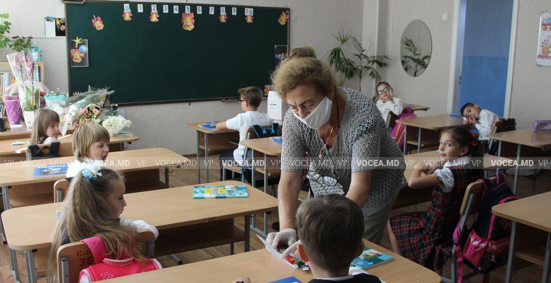 В канун учебного года власти заявили о нехватке тысяч учителей