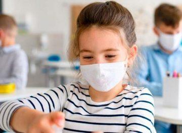 Sute de cazuri de infectare cu noul virus în școlile și grădinițele din capitală