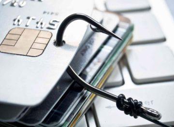 Un nou tip de escrocherie lasă oamenii fără bani în carduri