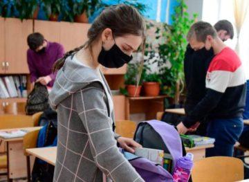 Ситуация тревожная: все больше учеников с положительным тестом на SARS-CoV-2