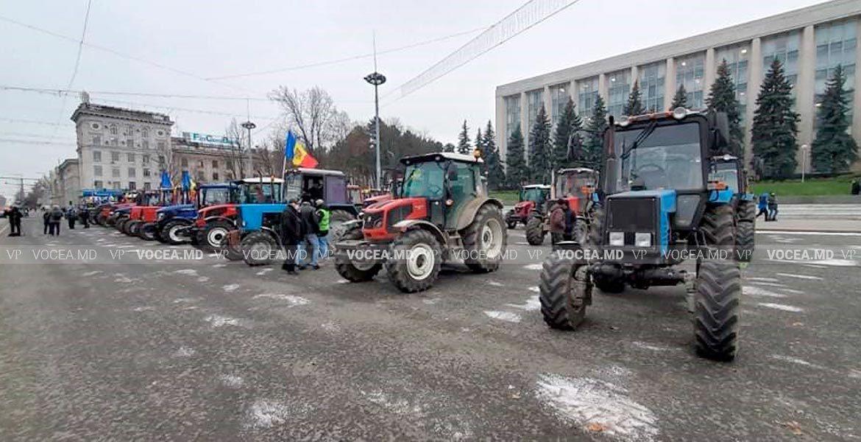 Fermierii cu tractoarele în PMAN își revendică compensațiile promise