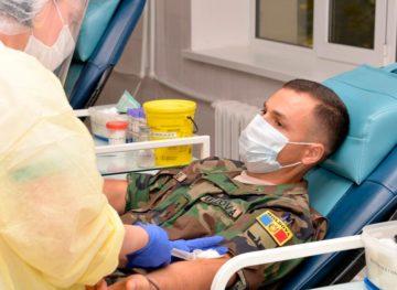 Герои, охраняющие страну, спасают тяжелобольных COVID-19