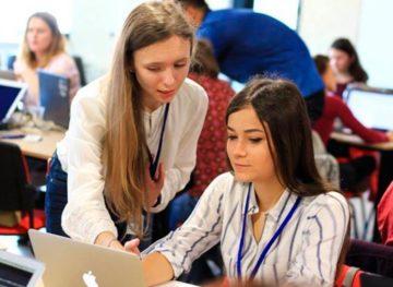 Proiecte care încurajează femeile din țara noastră să lucreze în domeniul IT