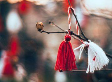 Mărțișorul, simbol al primăverii, al dragostei și renașterii naturii