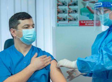 Медицинская система на грани коллапса: вакцинация крайне важна
