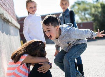 Bullying-ul în școală este o problemă care afectează nu doar elevii, dar și profesorii