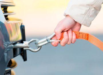 Sfatul avocatului. Remorcarea autovehiculelor rămase în pană