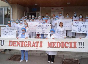 """Un strigăt disperat: """"Nu denigrați medicii!"""", """"Nu ne impuneți să emigrăm!"""""""