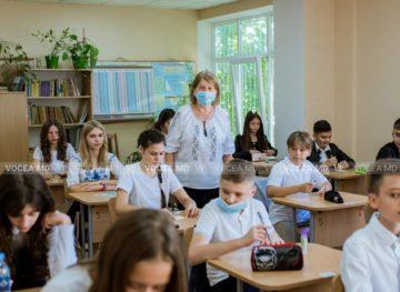 Pandemia a umbrit și în acest an Ziua Profesorului, care va fi consemnată modest